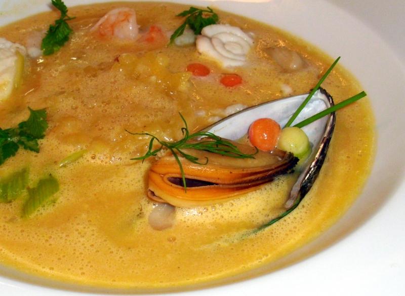 Gemüse-Ingwercreme mit Edelfischen
